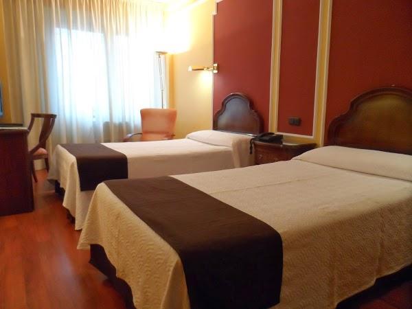 Imagen 24 Hotel Corona De Castilla foto