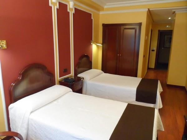Imagen 8 Hotel Corona De Castilla foto