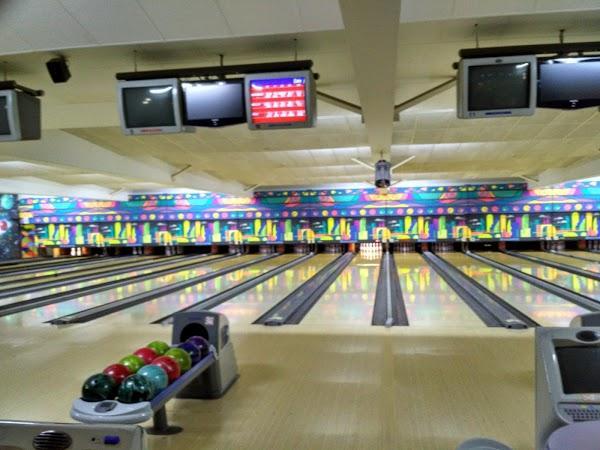 Imagen 60 Bolera Cosmic Bowling foto